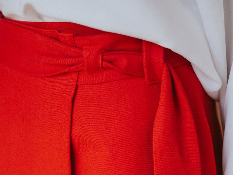 Moda ética detalle cinturón Maldita María faldas